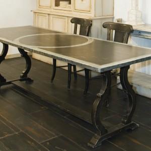 TABLE DIANE PLATEAU PATINE L.240 CM/ DIMENSIONS 240 X 90 X 76 -BORDÉ ZINC +CERCLE ZINC