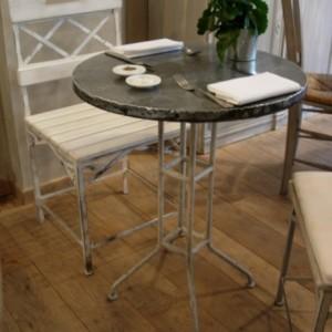 Table TAPAS Basse RondeDiamètre 60 * H76 / Plateau zinc rembordé et piètement Métal tubulaire