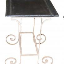Table d'appoint VERANDA / Plateau en Zinc rembordé et vieilli / Piètement patiné
