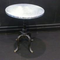 """Table METALMORPHOSE PLATEAU ZINC ROND / Pied  en fonte """"Métalmorphose"""""""