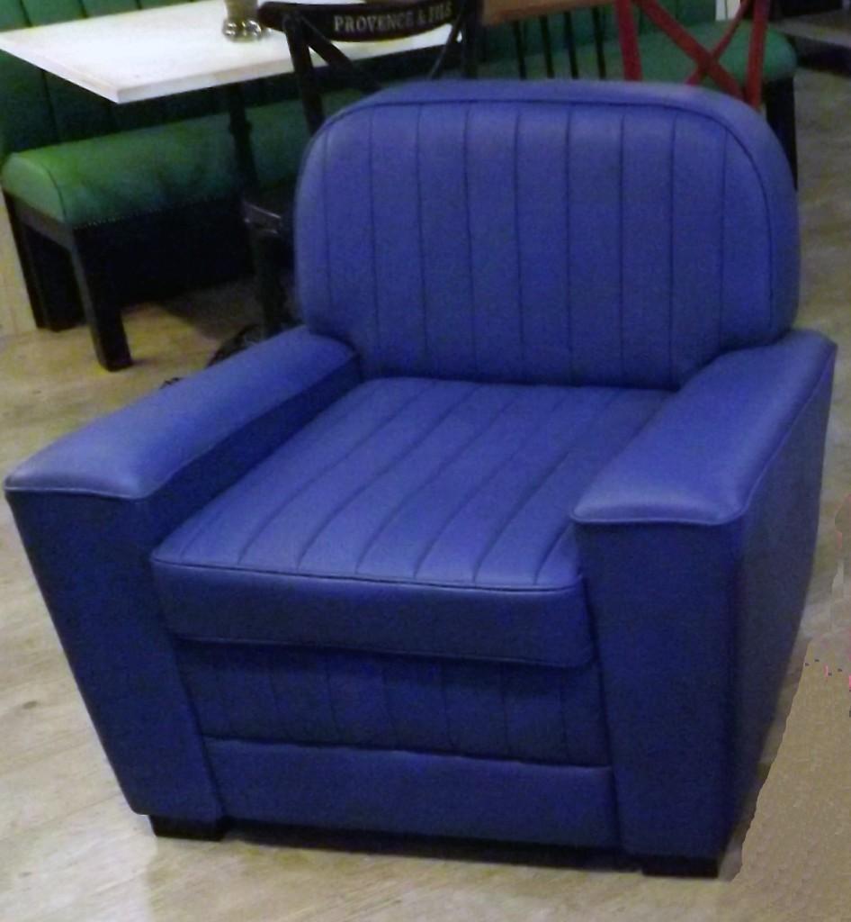 fauteuil corvette cuir veritable bleu outremer provence. Black Bedroom Furniture Sets. Home Design Ideas